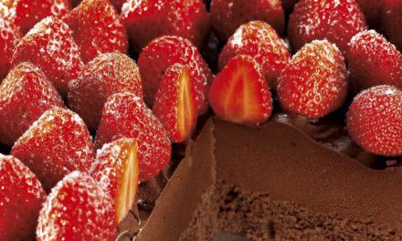 Schokotorte mit Erdbeeren