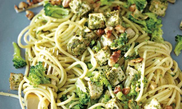 Brokkoli-Spaghetti mit Pesto-Tofu