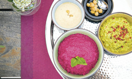 Rote-Rüben-Creme, Jungzwiebel Pesto und Tahin-Dip