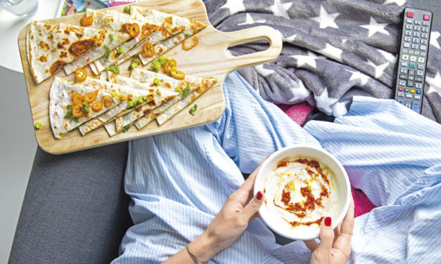 15-Minuten-Quesadillas mit Sauerrahm-Harissa-Dip