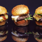 Mini-Cheeseburger mit Bourbonsauce