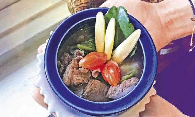 Nua  Samoon Prai – Scharfe Suppe mit Thai-Kräutern