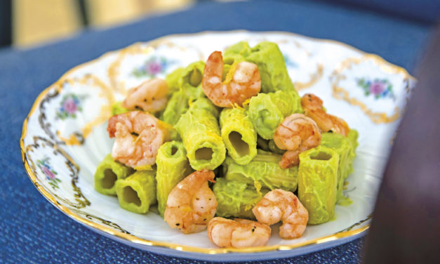 Avocado-Rigatoni mit Knoblauch-Garnelen