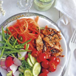 Detox-Salat mit Balsamico-Sesam Pulled Chunks & Radieschengrün-Dressing