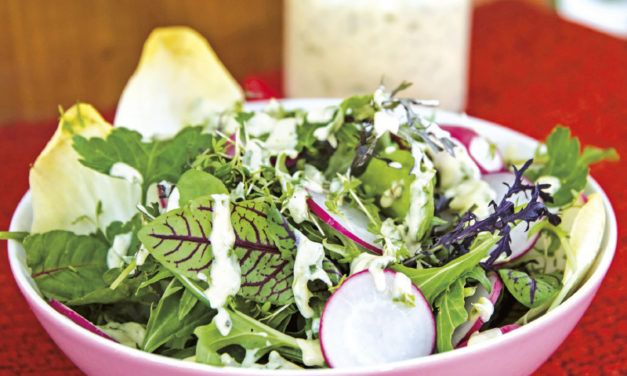 Grüner Salat mit Crème-Fraîche-Dressing