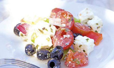 Griechischer Bauernsalat mit Oliven & Paprika