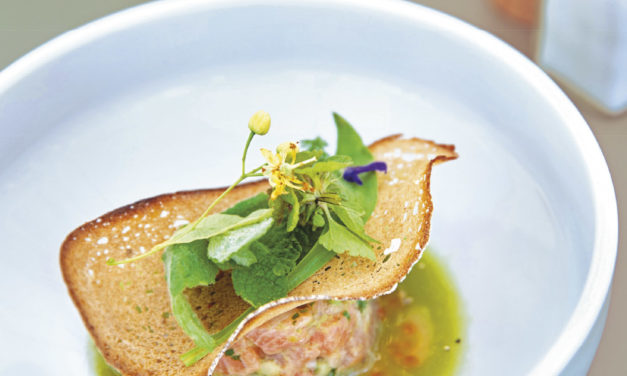 Lachsforellen-Ceviche mit Brotchips und Kaviar