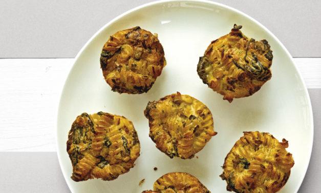 Fusilli-Muffins mit grünem Salat